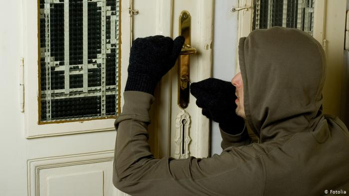 Thief Steals Belongings from Manhattan Home Worth $17K: NYPD